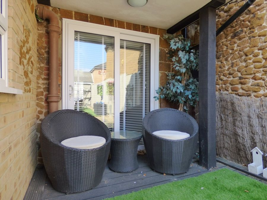 Rose Cottage Hunstanton | Outside chairs