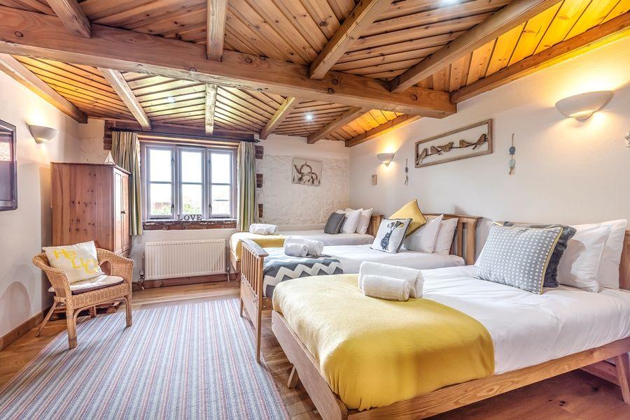 Lavender Barn | Blakeney room (ground floor)