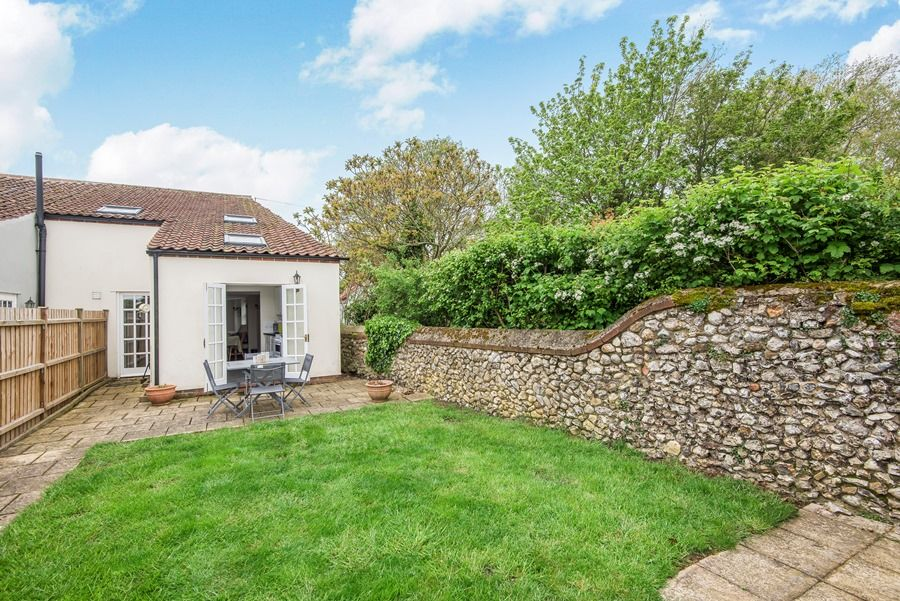 Field Cottage in Docking | Garden