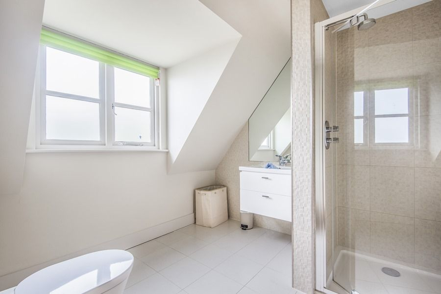 Cherry House | En-suite 1