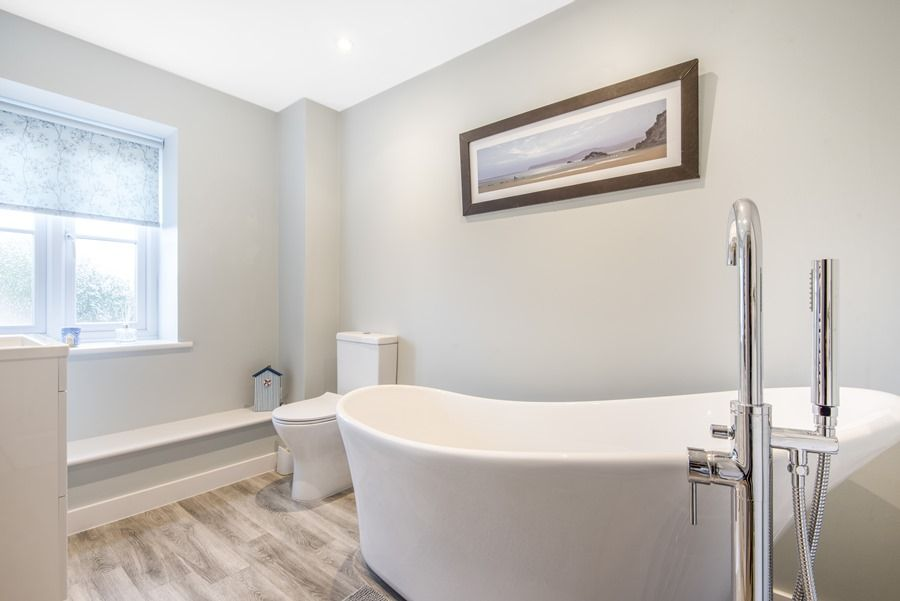 3 Pond End Row | Bathroom