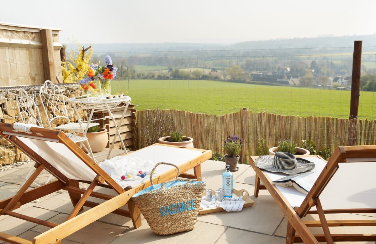 Dog Friendly Holiday Cottages from £218 - Rural Retreats