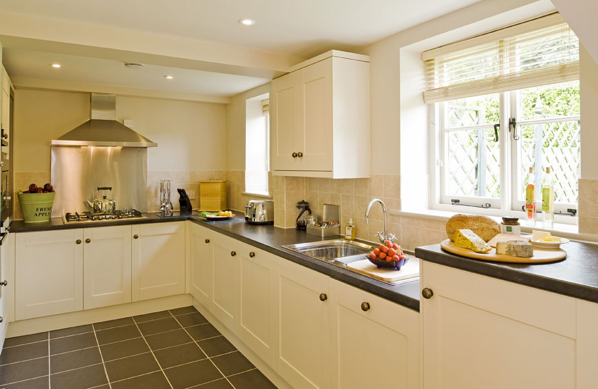 Ground floor: The spacious and fully equipped kitchen