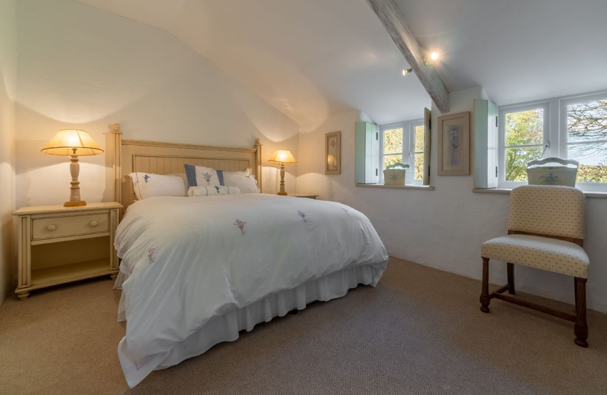 Ground floor: Double bedroom with 5' king-size bed and en-suite wet room