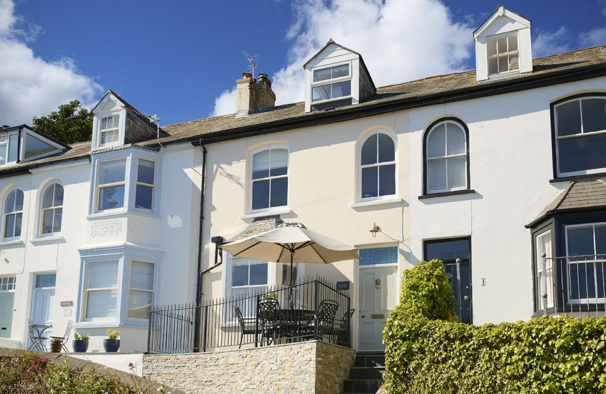 Place View is in a prime location, just minutes from Fowey town center