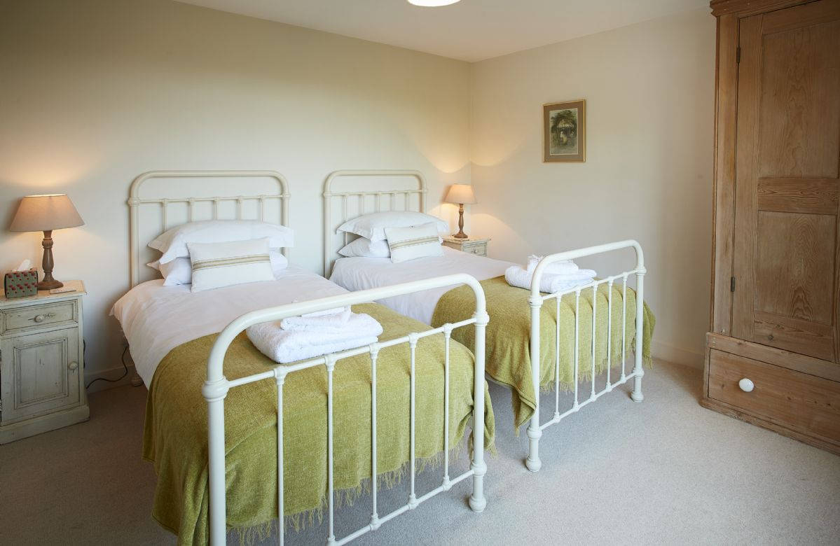 Ground floor: Twin bedroom with 3' zip and link beds which can convert to 6' bed with ensuite wet room and wc