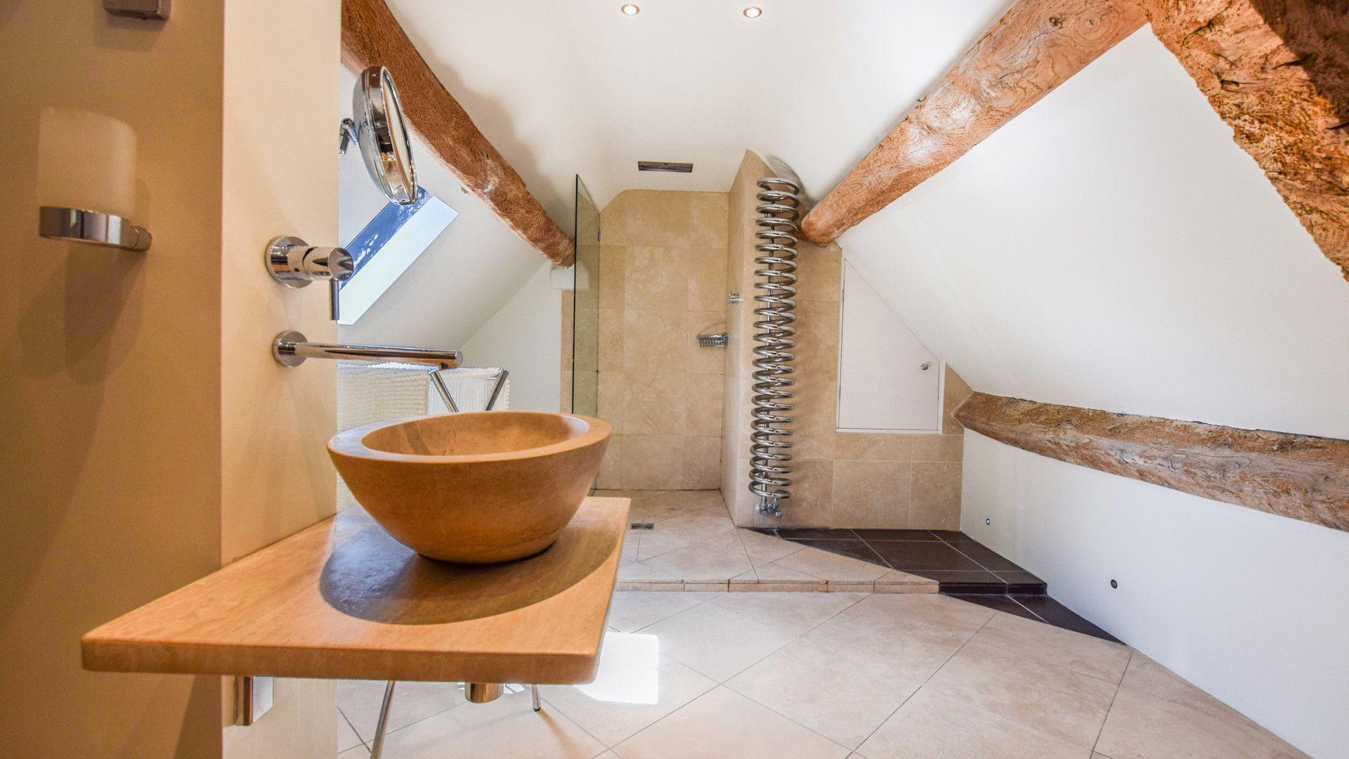 Master Bedroom en-suite, Cotswold Cottage, Bolthole Retreats