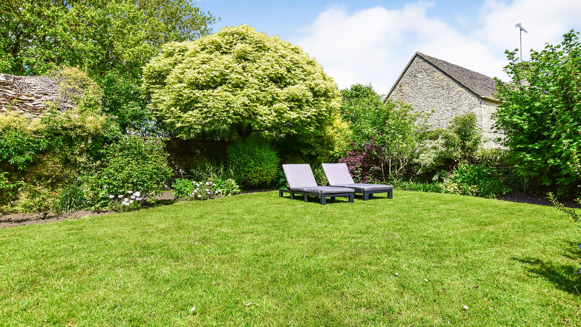 Private garden, Cotswold Cottage, Bolthole Retreats