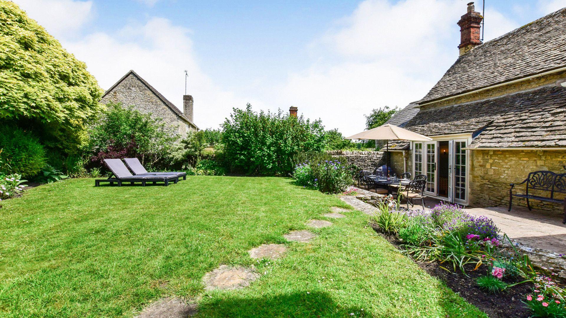 Private garden, Cotswold Cottage, Bolthole Retreats
