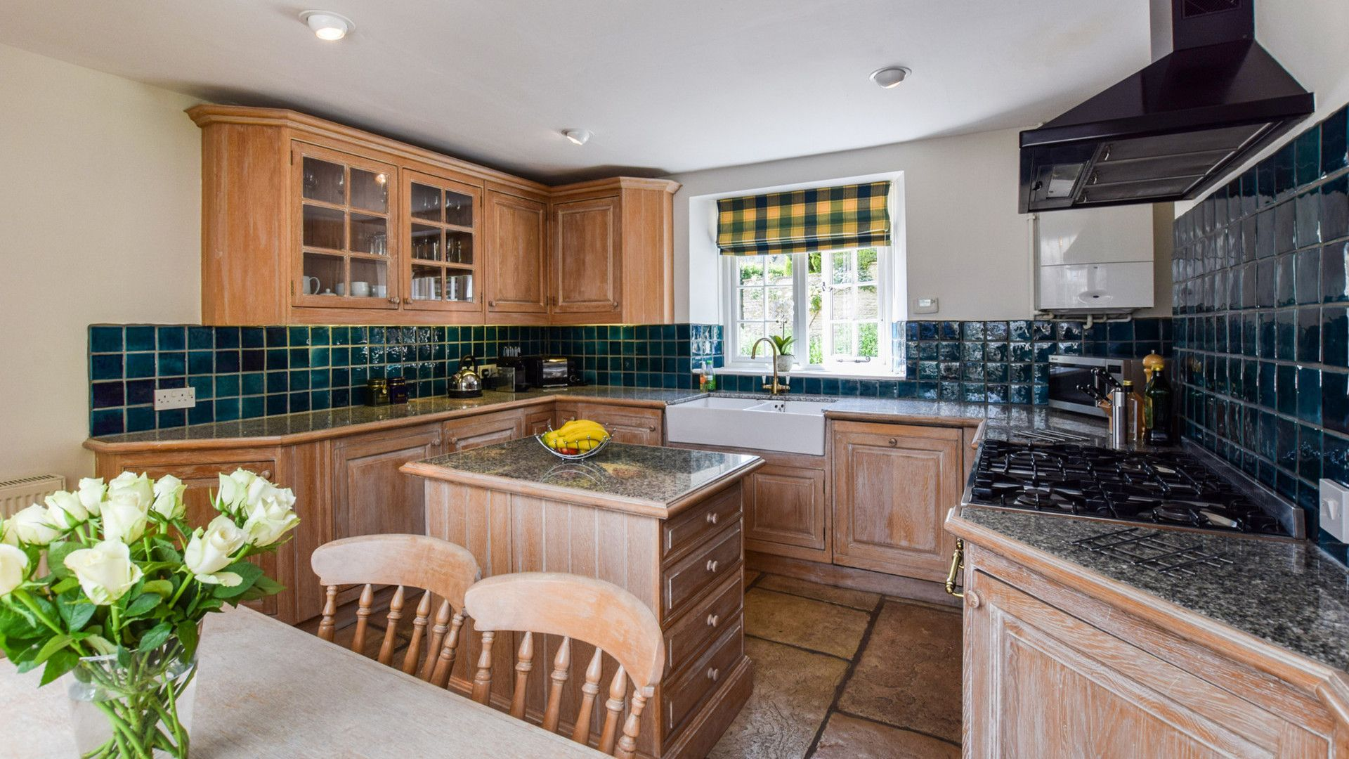 Kitchen with breakfast table, Cotswold Cottage, Bolthole Retreats