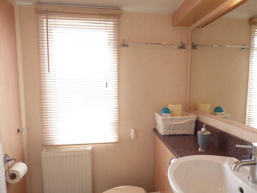 Washington Lodge | Shower room