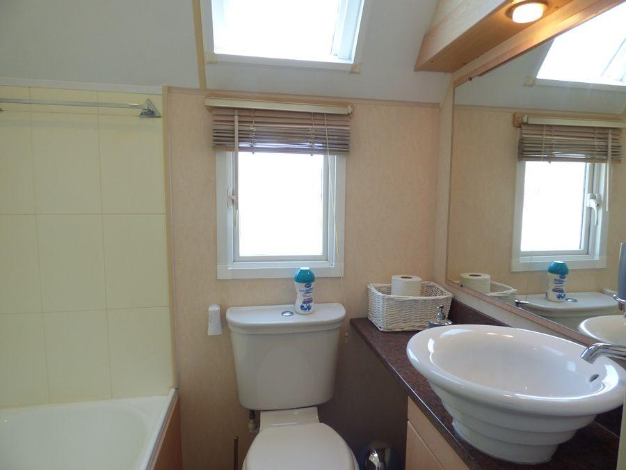 Washington Lodge | En-suite bathroom