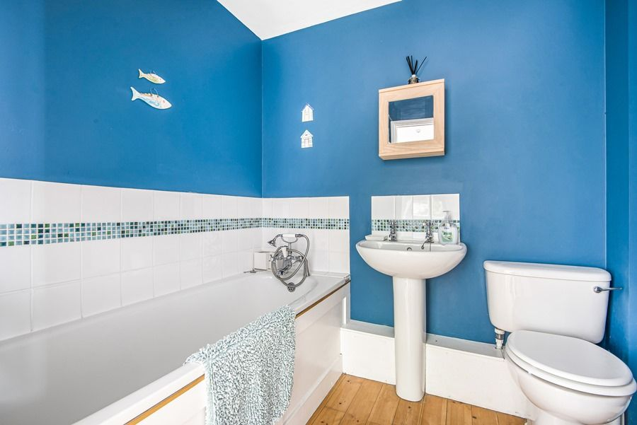 Sybil Cottage | Downstairs bathroom