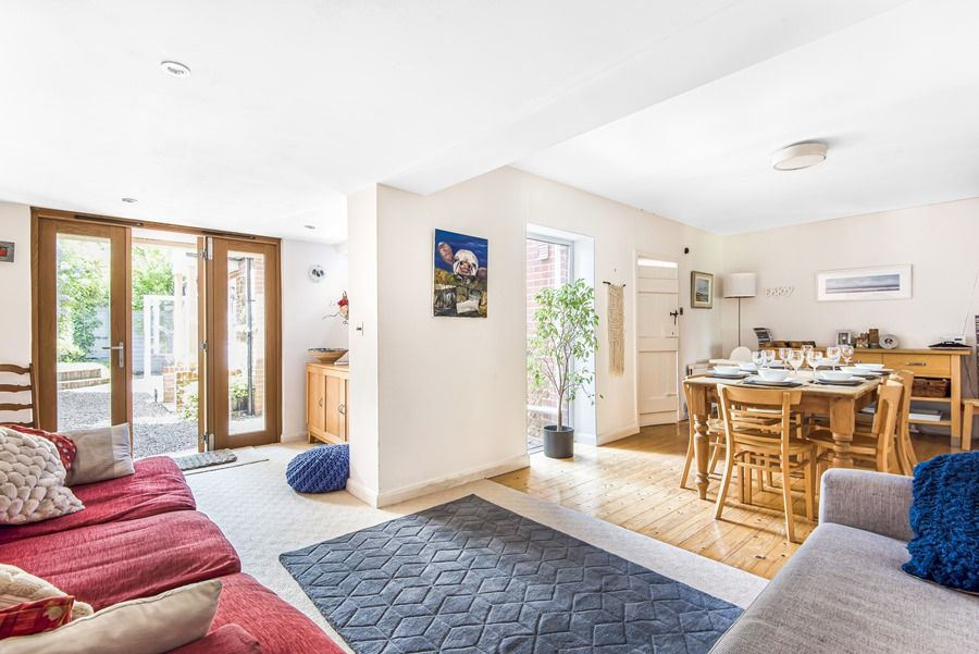 Sybil Cottage | Sitting and dining area