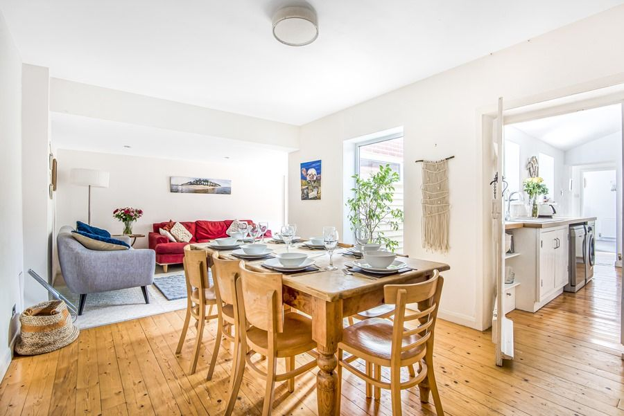 Sybil Cottage | Dining area
