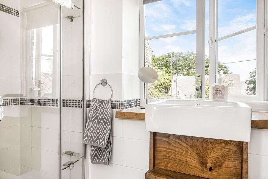 Sybil Cottage | Shower room