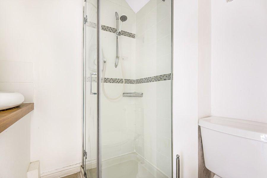 Sybil Cottage | Shower