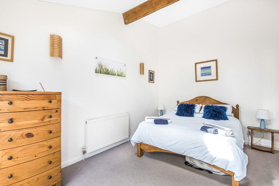 Sybil Cottage | Downstairs bedroom
