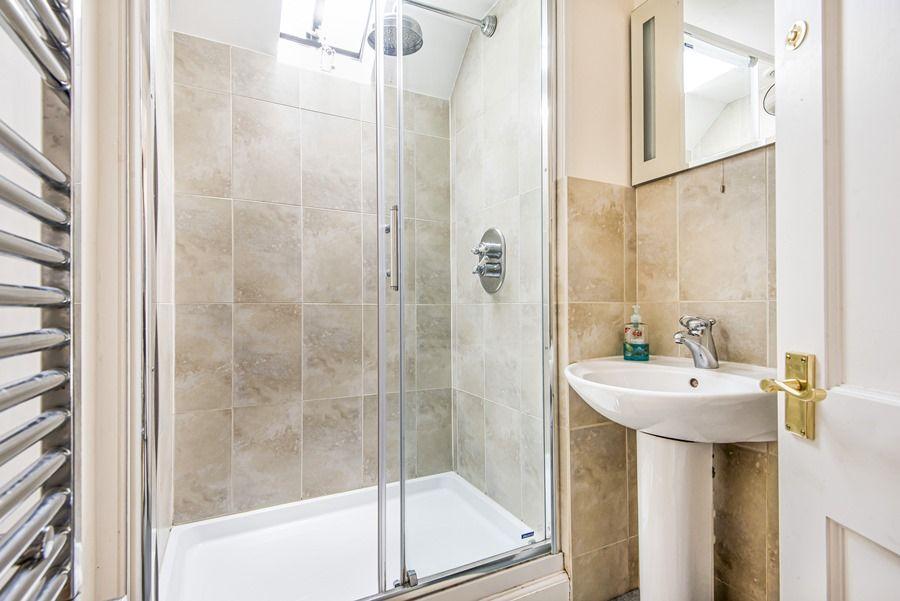 The Manse   En-suite shower