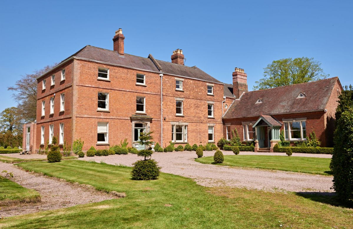 Sugnall Hall (28 Guests), Staffordshire, England