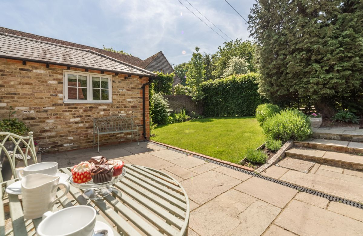 Hope Cottage enjoys its own private courtyard and garden, brimming with beautiful lavender, roses and shrubs