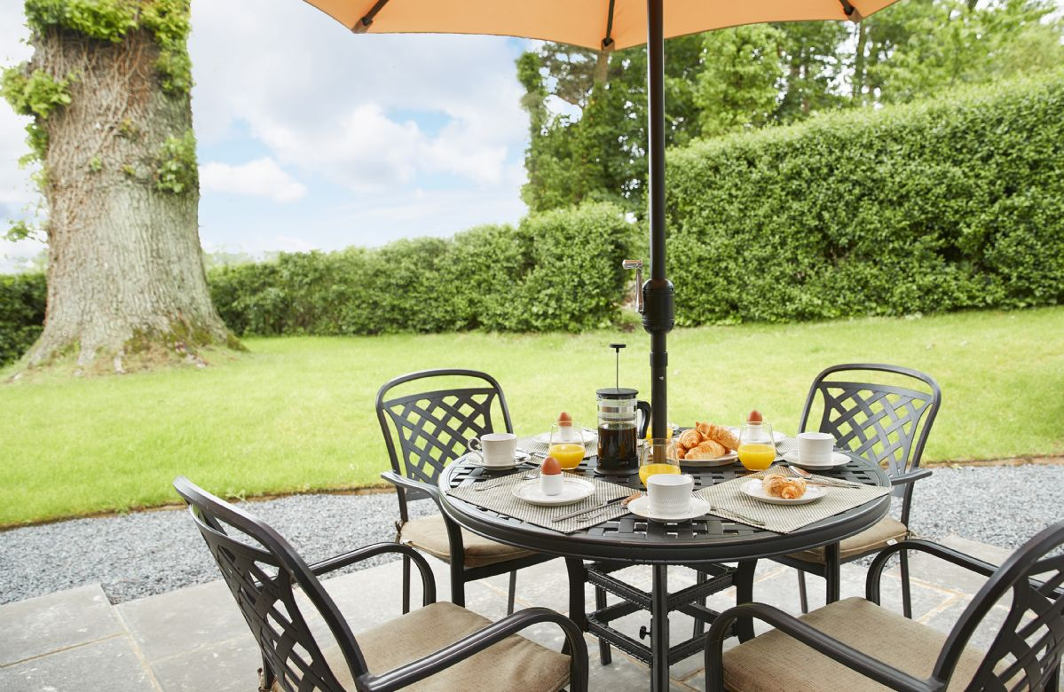 Garden furniture with seating for four guests