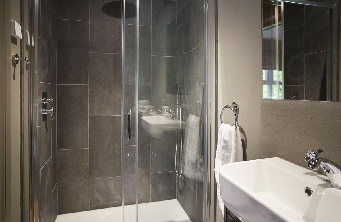 Ground floor: Master en-suite shower room