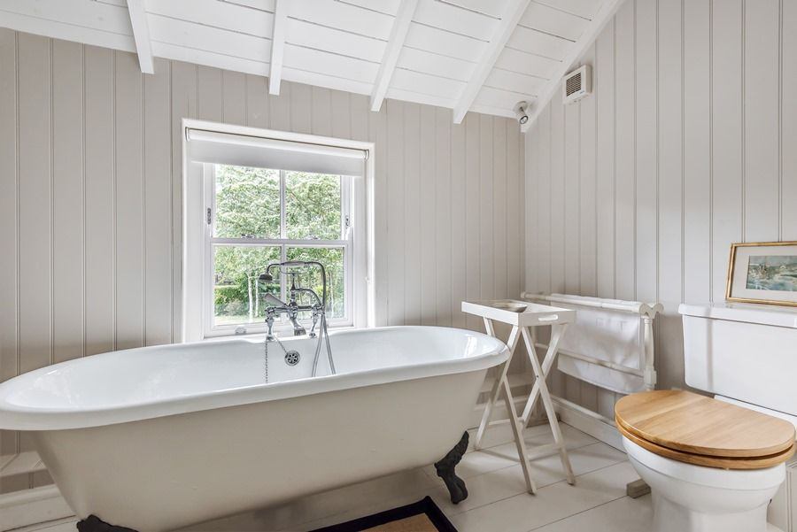 Claremont House | En-suite bathroom