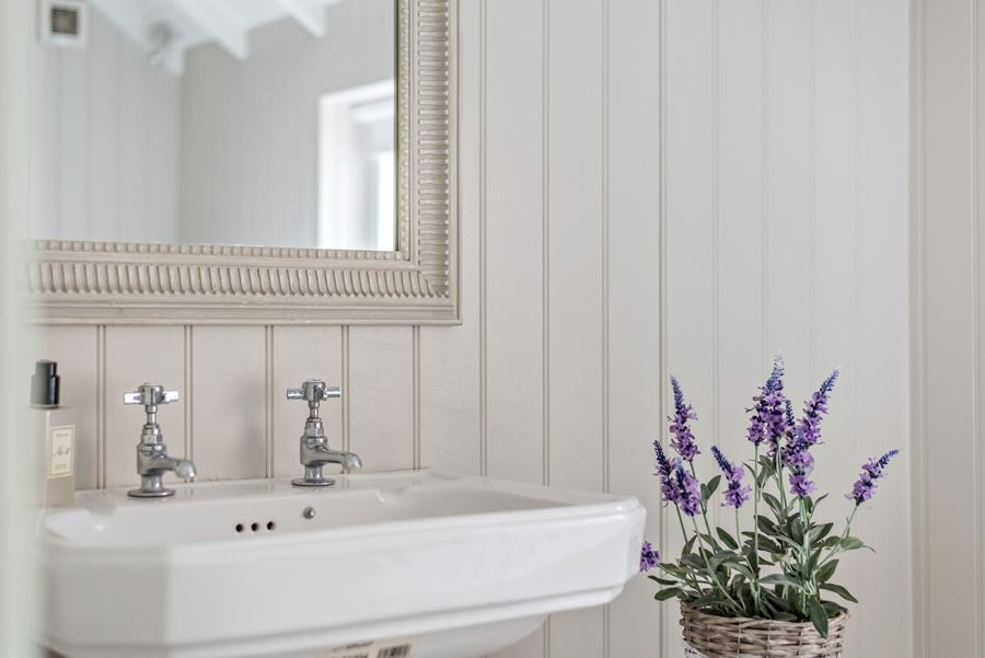 Claremont House | Wash basin