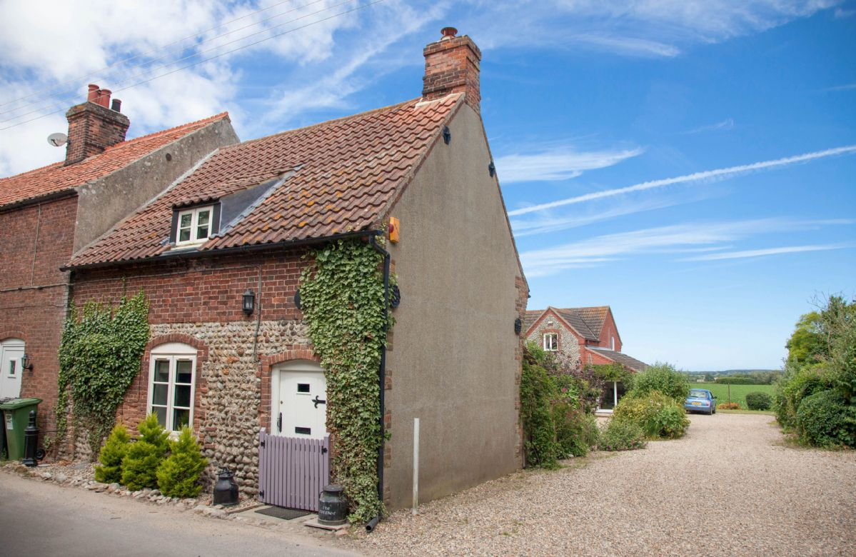 The Cottage is located on a peaceful street in the small village of Baconsthorpe