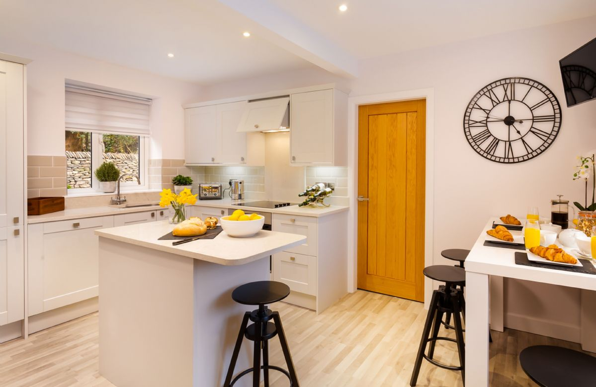 Ground floor: Luxury fully equipped kitchen with breakfast bar