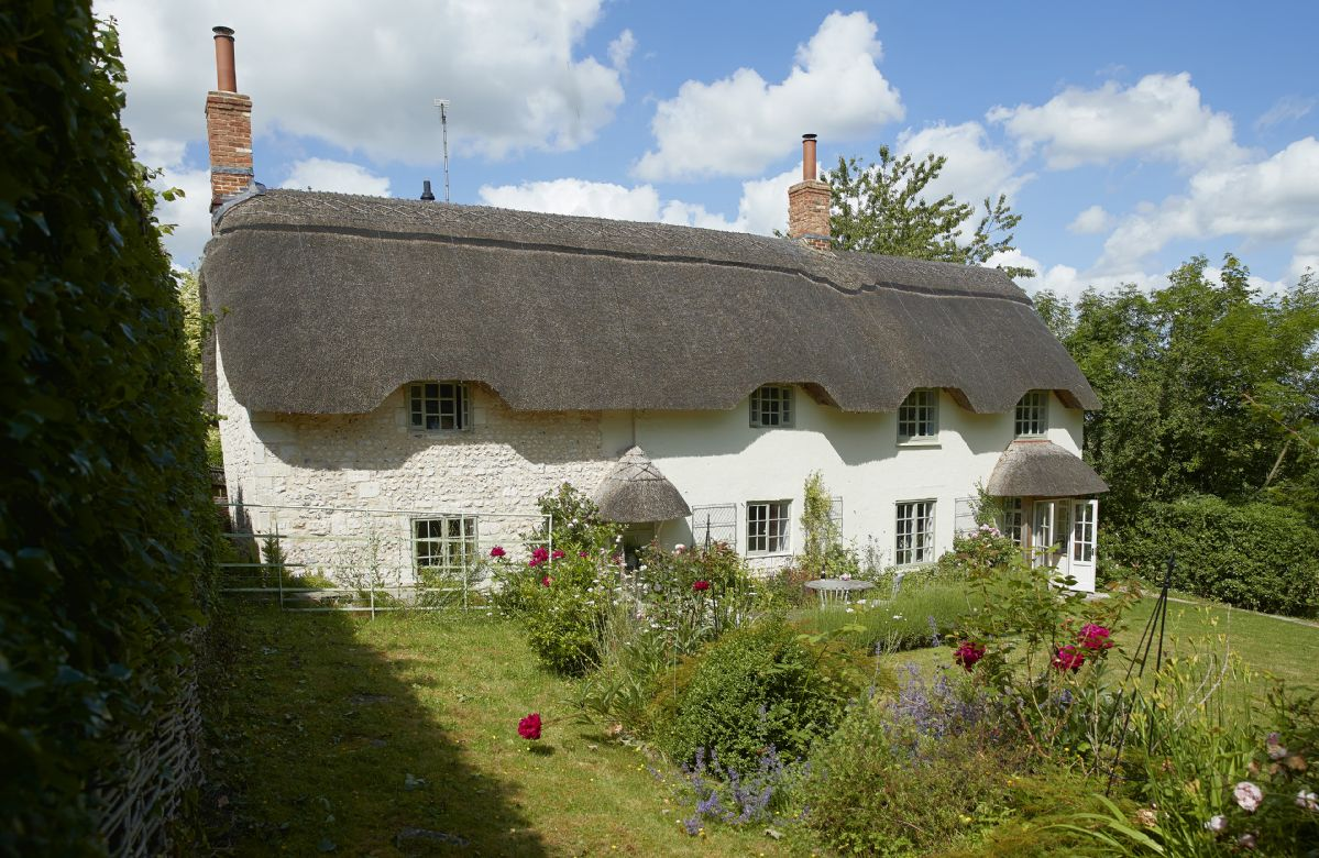 Carters Cottage is a charming, detached thatched period cottage set in the beautiful Wylye Valley