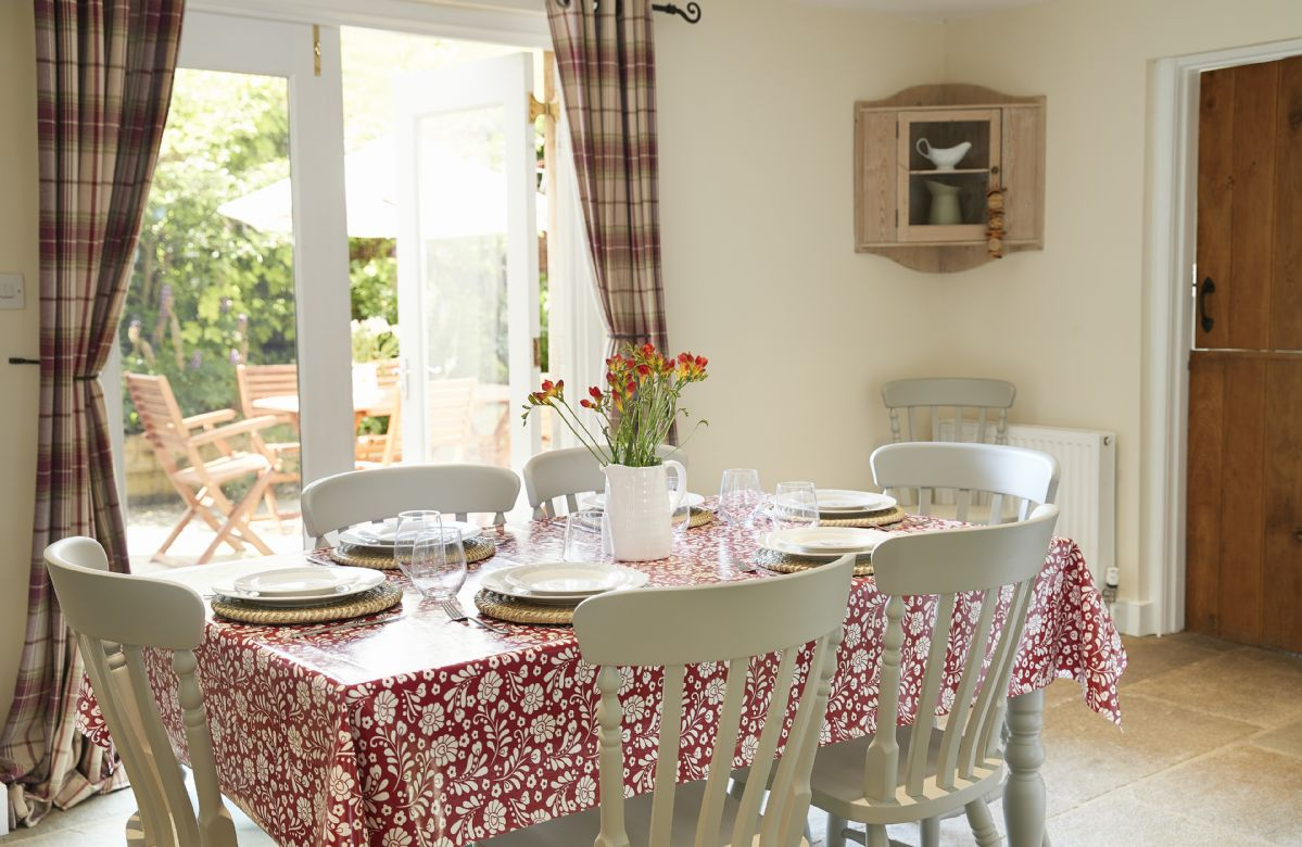 Ground floor: Separate dining room with table seating for six guests