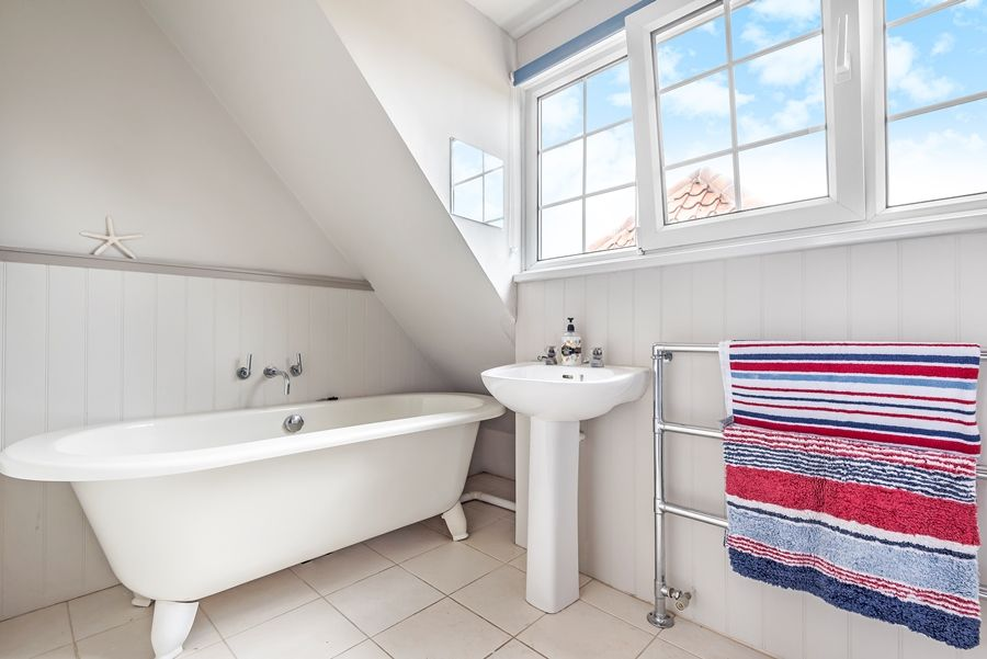 Stranraer | En-suite bathroom