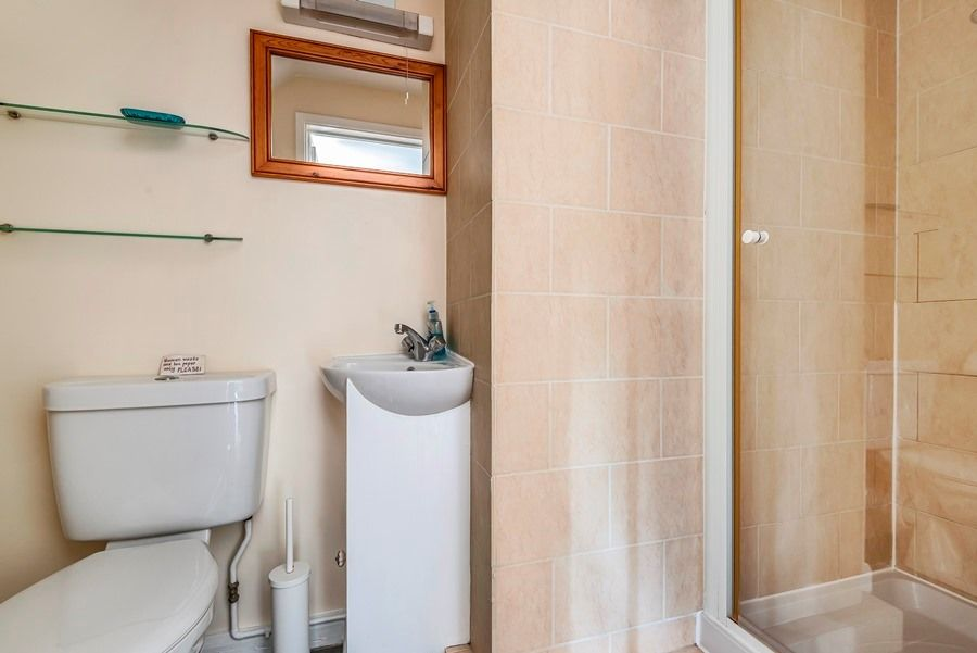 Grasshopper Cottage | Shower room