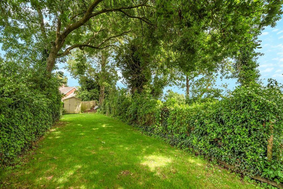 Grasshopper Cottage | Long garden