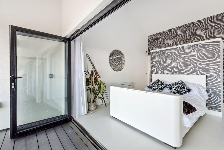 Washington Beach House | Upstairs bedroom