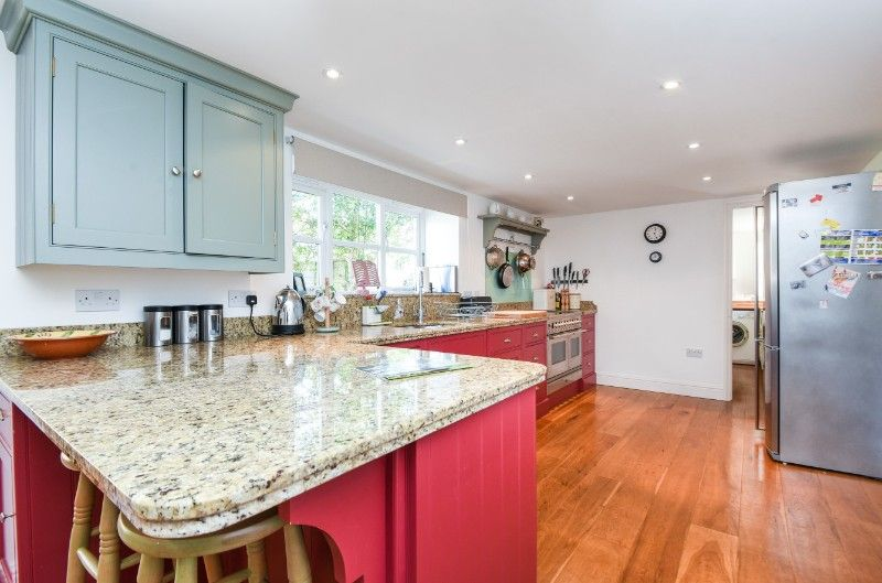 Holly House 2 bedrooms | Kitchen