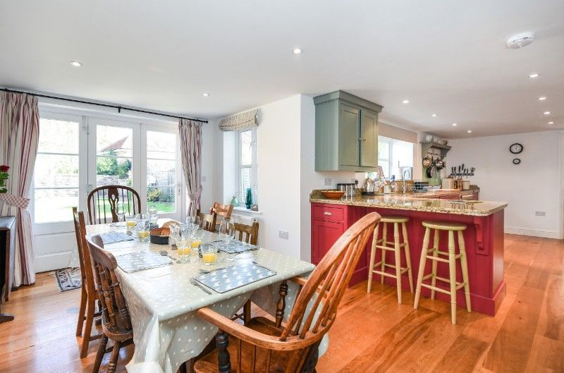 Holly House 2 bedrooms | Dining area