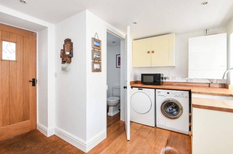 Holly House 2 bedrooms | Utility room