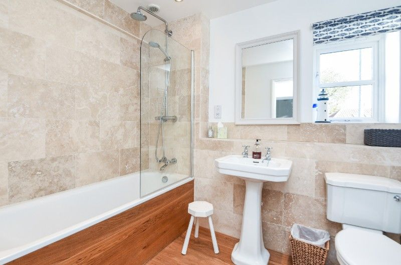 Holly House 2 bedrooms | Bathroom