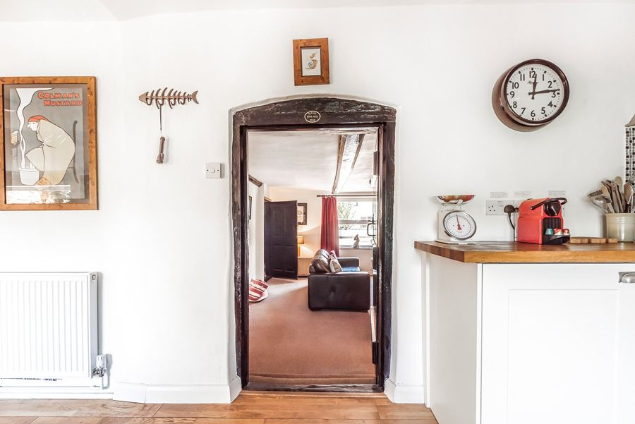 Hare Cottage | Through to sitting room