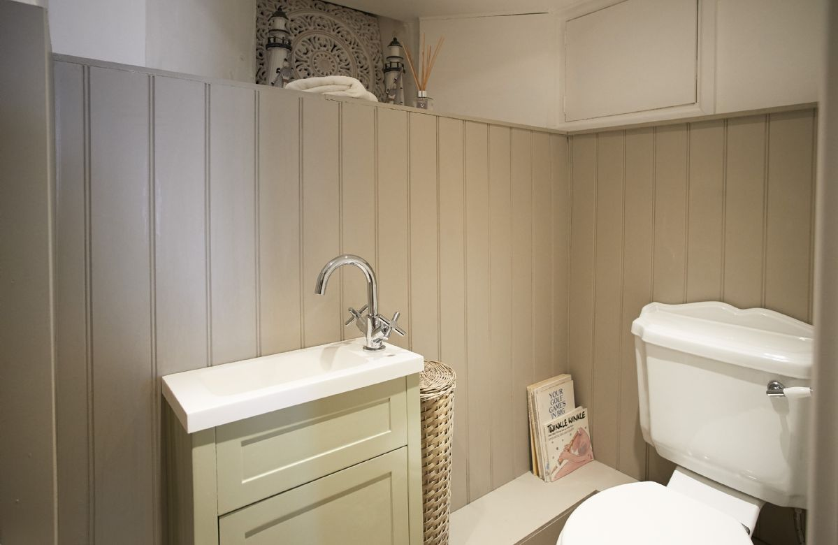 Lower ground floor:  Cloakroom/WC