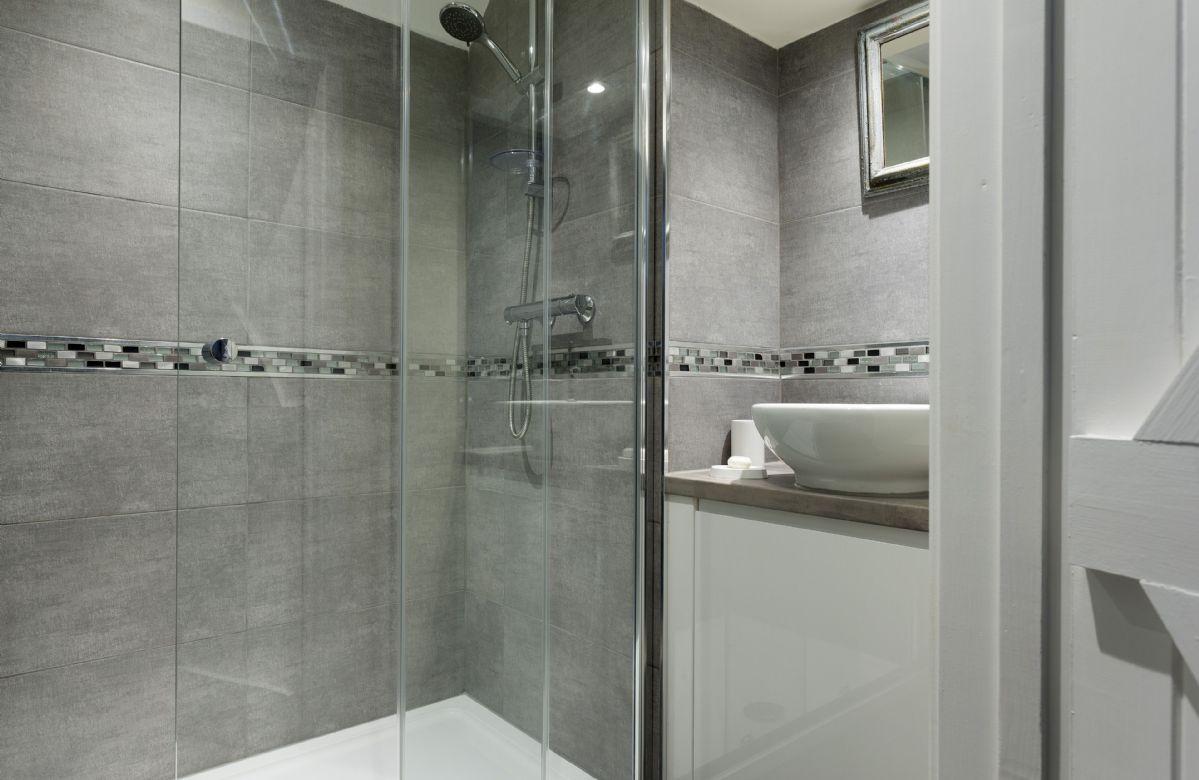 Second floor: En-suite shower