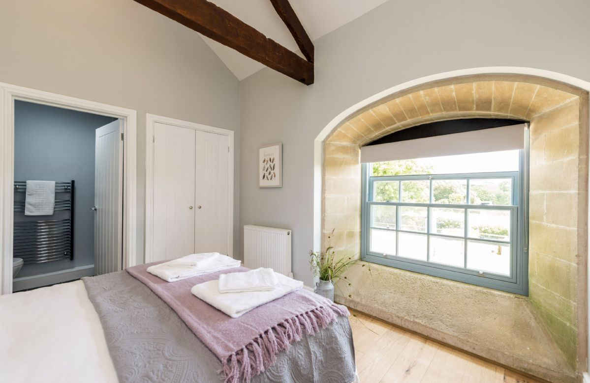 Drackenorth Lodge: First floor bedroom three with king-size bed and en-suite shower room