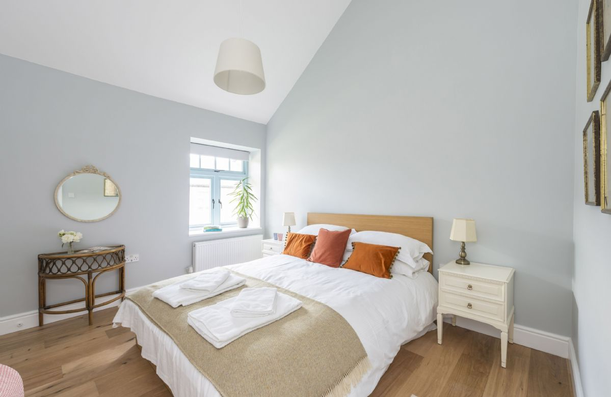 Bower Cottage : Ground floor bedroom two with a king-size bed and en-suite shower room