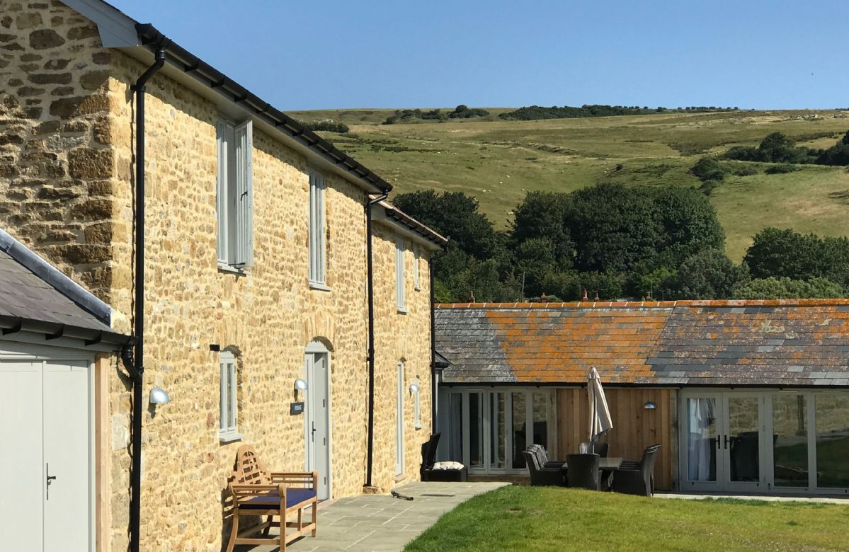Furlongs is a fabulous property located at the of a quiet lane not far from the centre of Abbotsbury village