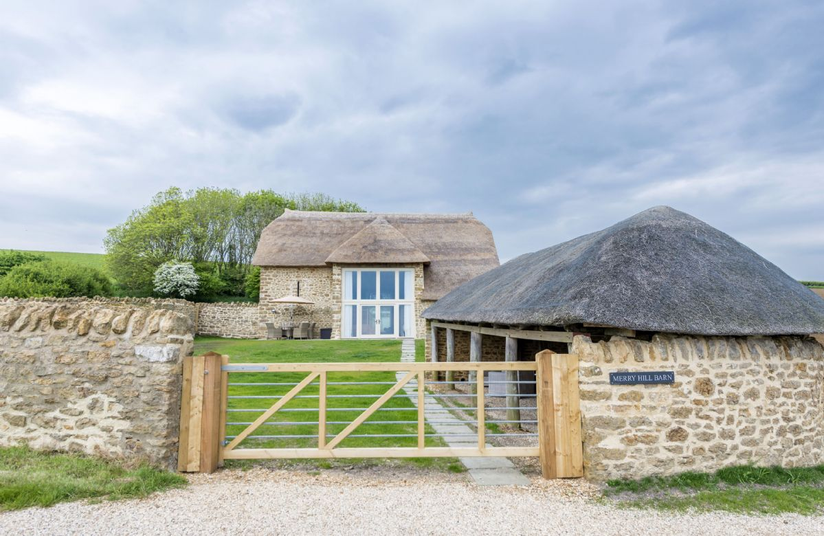 Merry Hill Barn is situated off a quiet country lane close to the coast path