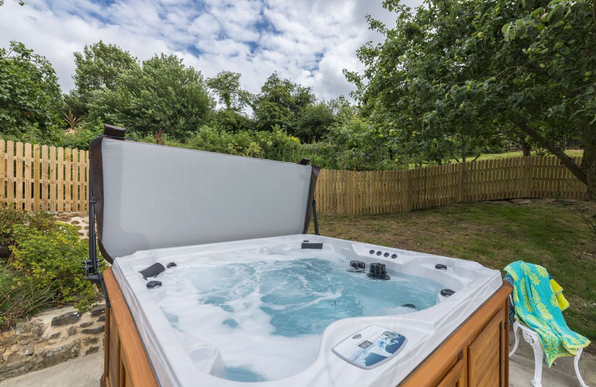 Hot tub with stunning rural views and perfect for dark sky gazing