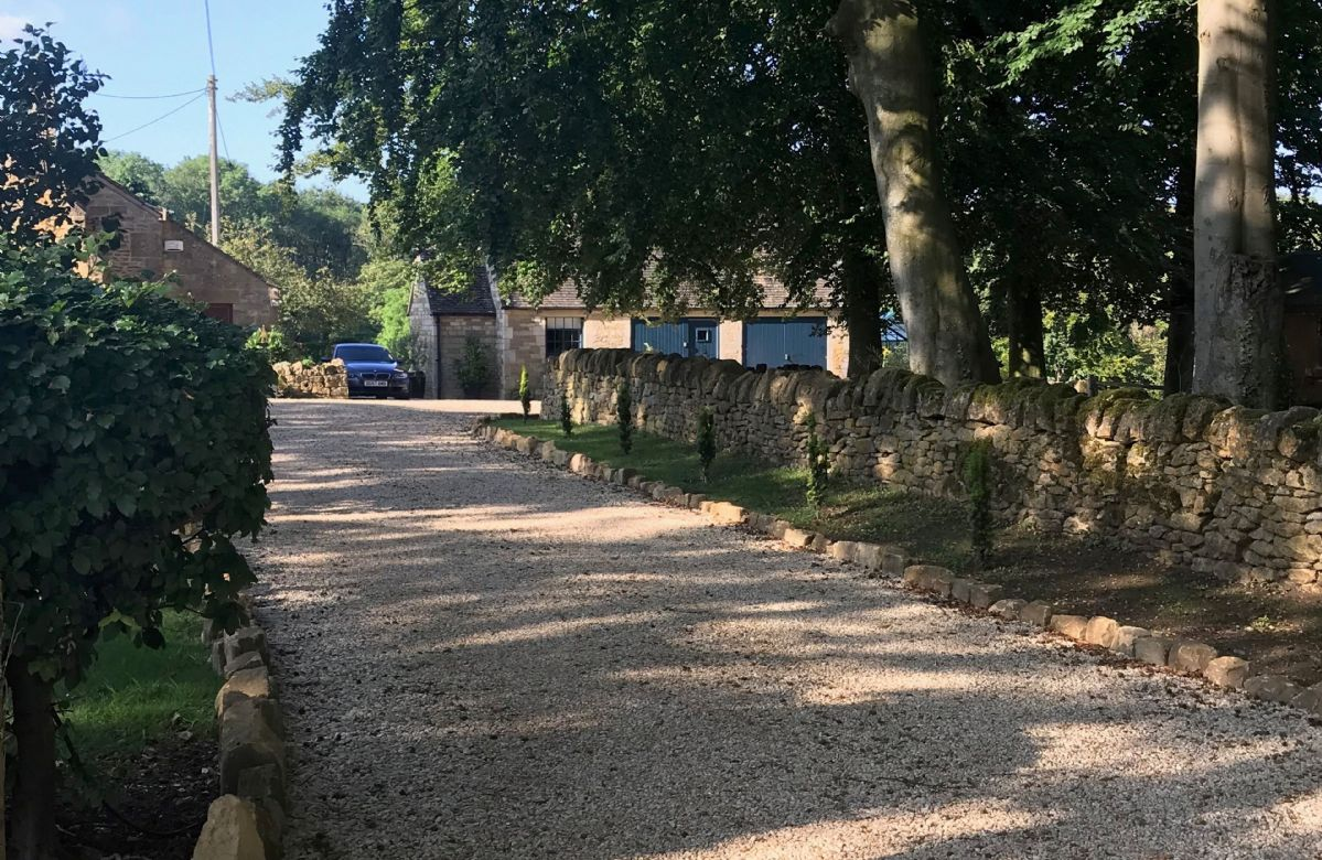 The peaceful entrance driveway leading to Tally Ho Cottage